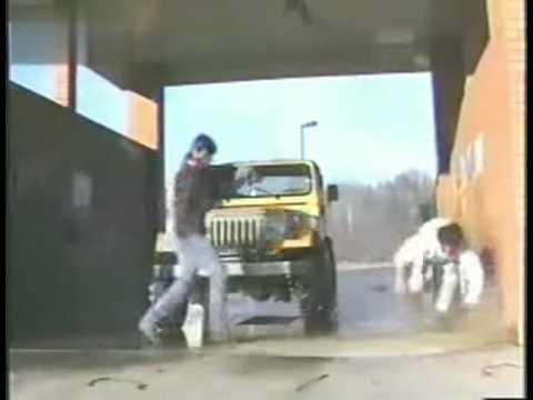 超爆笑的洗車失控,那水管有事嗎!?