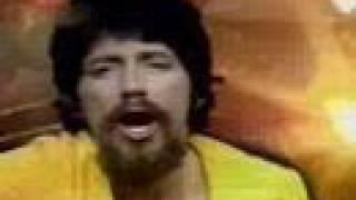 Um clipe com cenas da vida desse Genio do Rock !!