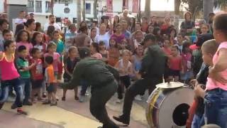 Colombian police teaching 'Salsa Choke' to kids in Salento. full download video download mp3 download music download
