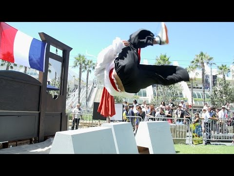 assassins - Anna tackles the infamous Assassin's Creed Obstacle course at Comic-Con San Diego 2014 and checks out the cosplayers and parkour. Visit all of our channels: Features & Reviews - http://www.youtube...