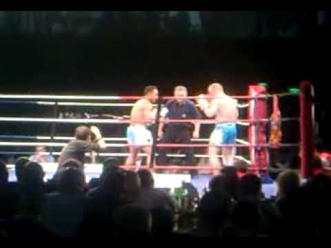 Box en el Reebok Stadium: Saenchai sor Kingstar vs Rob Storey
