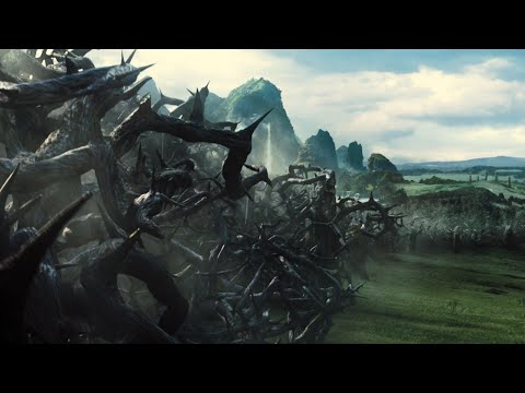 Maleficent 2014 kings army try to break the wall (7/10)