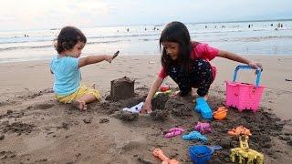 Video Bermain Pasir dan Bermain Ombak di Pantai Pangandaran - Liburan di Pangandaran MP3, 3GP, MP4, WEBM, AVI, FLV Oktober 2017