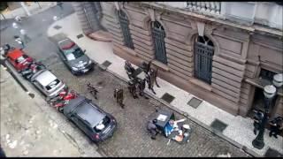 Durante ato contra as reformas do Governo Temer, em Santos, ocorreu um ligeiro conflito entre a autoridade policial e alguns estivadores...