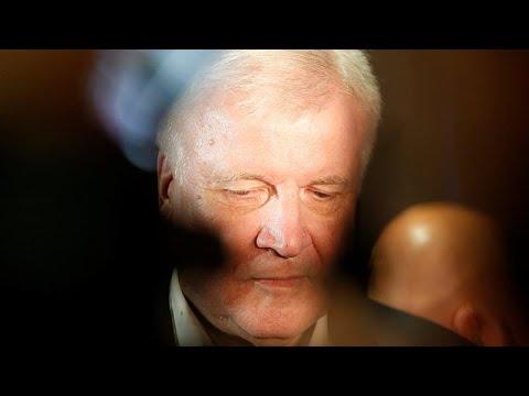 Asylstreit: Seehofer will Entscheidung vom Einlenke ...