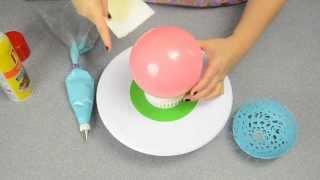 Balon kullanılarak eritilmiş çikolataya form veriliyor ve bu sunum kasesi ortaya çıkıyor. Meyve sunumlarınızda kullanabilirsiniz :)