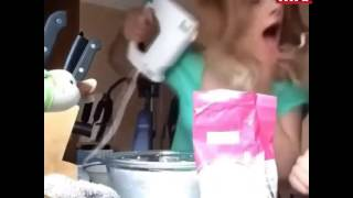 فيديو فتاة حاولت صنع الكيك فكادت تفقد شعرها !