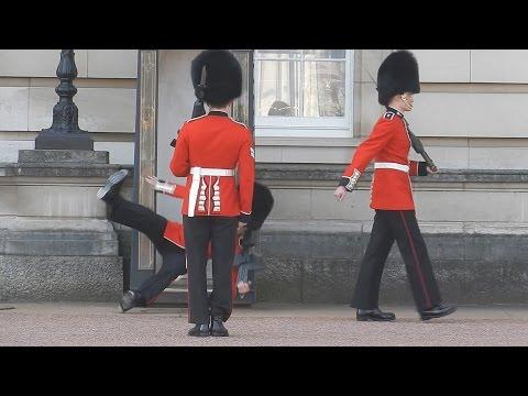 il cambio della guardia diventa un flop a buckingam palace- video virale