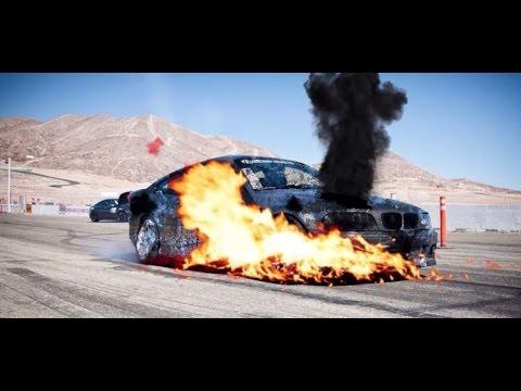 رجل يحرق سيارته الجديدة !!