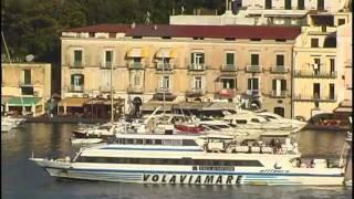 Questo video è stato realizzato da http://www.latvdeiviaggi.it/ Mini-docu-film Ischia Porto prende il nome proprio dal porto più...