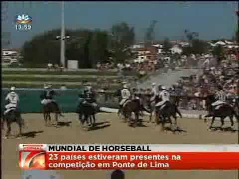 Reportagem da SIC sobre o Mundial de Horseball, em que Portugal conquistou o 3º lugar na competição, em Ponte de Lima. Encontravam-se 23 países presentes em competição, no qual a França venceu o campeonato e Espanha foi a 2 classificada.