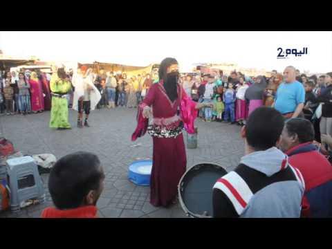 رجال ينافسون النساء في الرقص بجامع لفنا
