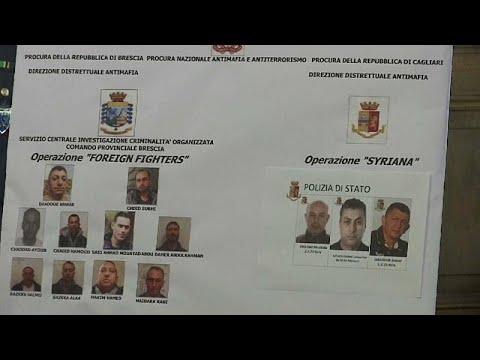 14 al-Nusra-Terrorhelfer festgenommen, die von Ital ...