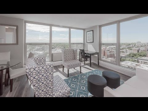 Tour a junior 1-bedroom in Edgewater at The Bryn