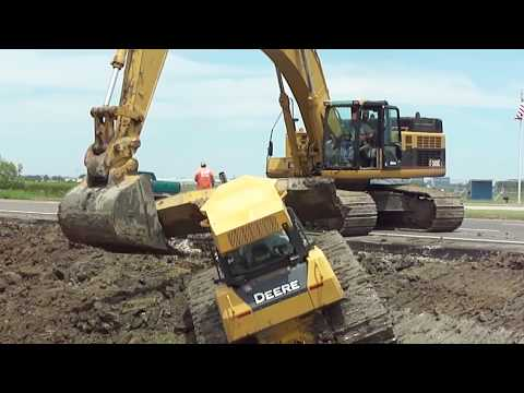 345CL Excavator Pulls Out 2 Deere Dozers From a Canal