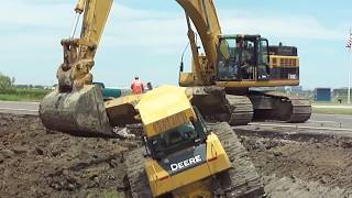 "Video 345CL Excavator Pulls Out 2 Deere Dozers From a Canal ""Stuck?"" MP3, 3GP, MP4, WEBM, AVI, FLV Juni 2019"