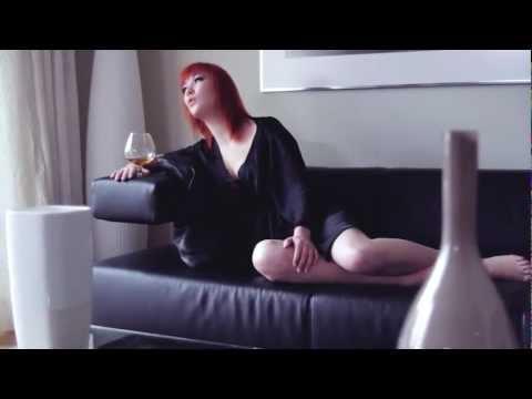 Lipo - Ležím v tvé blízkosti ft. Debbi