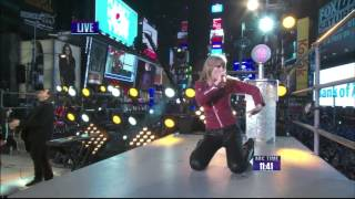 Taylor Swift Performs At Time Square (New Year's Rockin Eve 2013)