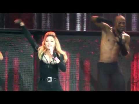 Madonna – Girl Gone Wild (Live In St. Petersburg)
