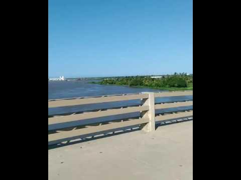 Entrando al puente pumarejo Barranquilla en moto. Viaje GS500 Suzuki Nuevo puente sobre el río al