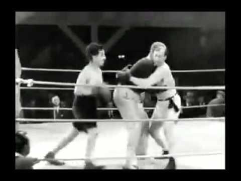 Charlie Chaplin numa luta de boxe