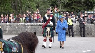 Video The Queen inspects the guard of honour at the gates of Balmoral Castle and Estate Aug 2018 MP3, 3GP, MP4, WEBM, AVI, FLV Februari 2019