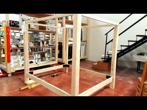 Letto baldacchino in legno massello di castagno Xlab la fabbrica delle idee