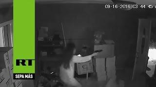 Saldo fatal: Entran a robar a una casa pero una mujer los sorprende a tiros