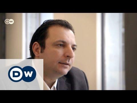 مازن درويش يخرج من السجن بعد أربع سنوات ونصف ليحكي للعالم عن طبيعة النظام السوري التي لاتصدق !!