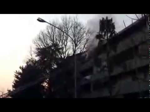 L'incendio divora un appartamento a Sacconago