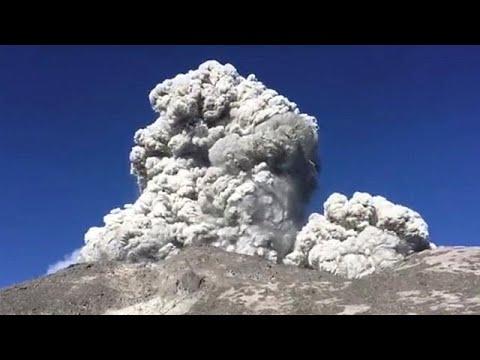 «Κόκκινος συναγερμός» στην Ινδονησία λόγω έκρηξης στο ηφαίστειο Μεράπι…