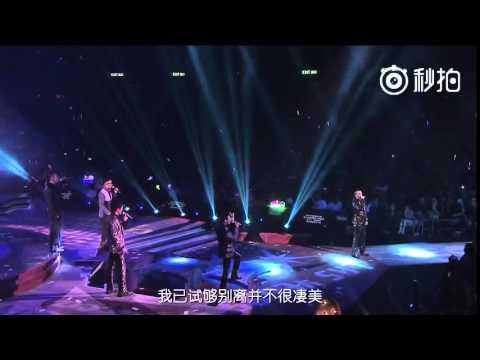 陳小春演唱《相依為命》,全程嚴肅毫無表情,看到應采兒寵溺的笑了,最後十秒甜哭了~