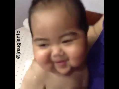gratis download video - Video-Lucu-Baby-Tatan-Menirukan-Suara-Hewan