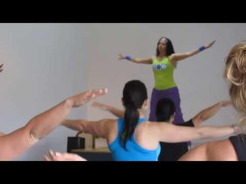 Zumba in Tarragindi Warm Up (видео)