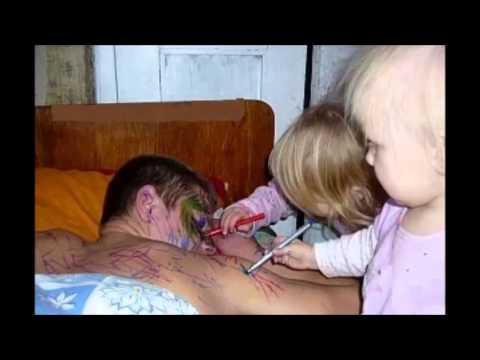 видео как отец трает свою дочь