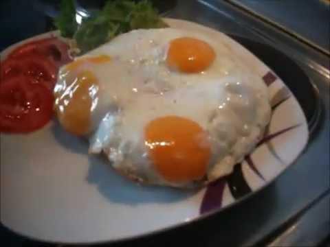 Toast mit Käse und Spiegelei