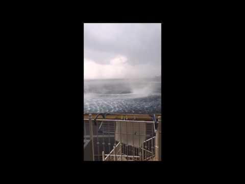 Kova tuuli tekee mereen melkoisen pyörteen Korfun rannikolla