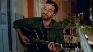 https://twitter.com/nizonunyerihttps://twitter.com/kimbuasosyalPoyraz Karayel - Doktor/Hikayem Bitmedi Şarkısı Klip (İlker Kaleli)Poyraz Karayel 21.Bölüm 720pPoyraz Karayel dizisinin 21. bölümünde İlker Kalelitarafından seslendirilen Can Bonomo'nun klibi olanDoktor/Hikayem Bitmedi parçasıDaha fazlası için lütfen kanalımıza abone olun...İyi dinlemeler dileriz...------------------------------------------------------------Poyraz Karayel Doktor Şarkı Sözü;Bir hikayem varBir hikayem bitmediYorgandan yastıktanKokusu gitmediYaz bana ne yazarsan yaz doktorAğladım ağlamaklar yetmediMutsuzum çok hastayım güldür beni doktorÖldüm ama hayattayım tarifi çok zorÇıkmaz bir sokaktayım gel bul beni doktorSanki çocuk yaştayım bana bilmeceler sorHava kapanır eser batıdanBir çocuk evine döner yatıdanSoy beni sol baştan doktorAl kurtar beni bu sıkıntıdanMutsuzum çok hastayım güldür beni doktorÖldüm ama hayattayım tarifi çok zorÇıkmaz bir sokaktayım gel bul beni doktorSanki çocuk yaştayım bana bilmeceler sorBitince kara kışlarUlaşır ona mektubumla kuşlarDinince yakarışlarBelki de yeni bir ömür başlarMutsuzum çok hastayım güldür beni doktorÖldüm ama hayattayım tarifi çok zorÇıkmaz bir sokaktayım gel bul beni doktorSanki çocuk yaştayım bana bilmeceler sor