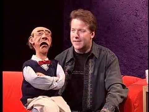 ventriloquist - Ventriloquist Jeff Dunham brings his puppet Walter to talk to guest-host Greg White on Boston University's own BU Tonight. Visit Jeff and Walter at http://ww...
