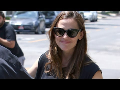 Jennifer Garner Surrounded By Paparazzi After Ben Goes Public With Cheating Scandal
