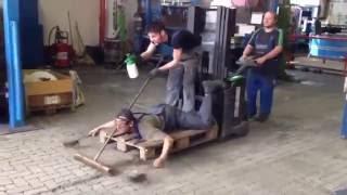 Kiedy polakom w robocie zacznie odwalać… zbudują żywą maszynę do sprzątania!