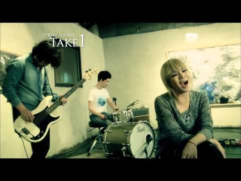 2NE1 – Ugly (Live Session) full HD 1080p
