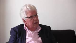 Maarten in gesprek met Dhr. van Dort van de Rekenkamercommissie