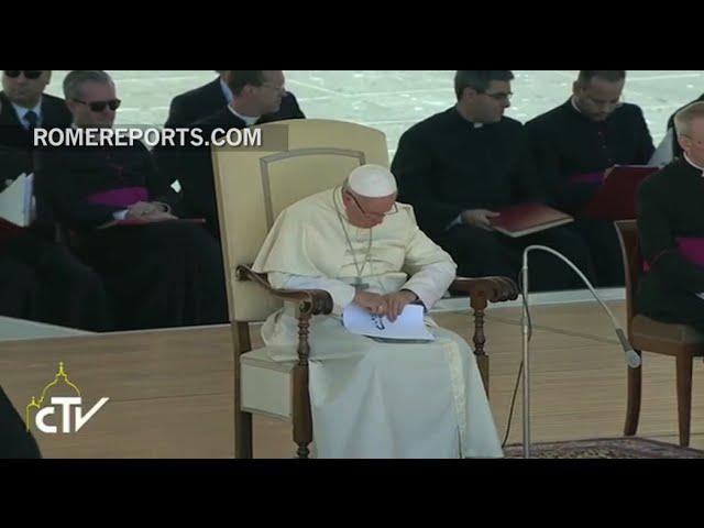 El Papa pospone la catequesis en la audiencia general para rezar por las víctimas del terremoto