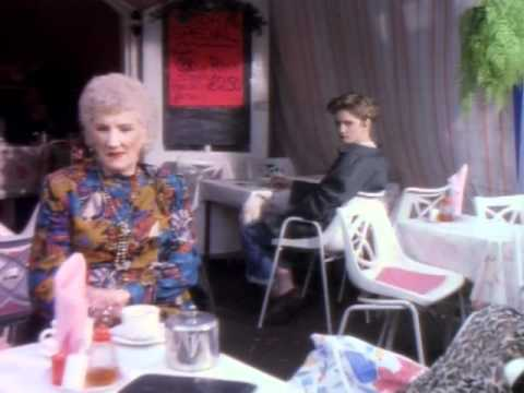 Morrissey: Everyday Is Like Sunday (Music video)
