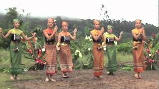 Hmong dancer from Cacao French Guiana.