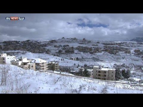 الثلج يقطع الطرق بين قرى جبل لبنان - فيديو