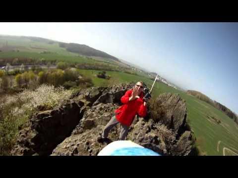 video que muestra el vuelo de un avión teledirigido