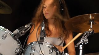 Video Smoke On The Water; drum cover by Sina MP3, 3GP, MP4, WEBM, AVI, FLV Juli 2018