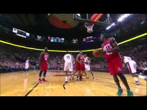 LaMarcus Aldridge dunks on Gerald Wallace